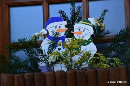 marché de Noel,décos extérieurs,couronnes,petits fruits 039.JPG