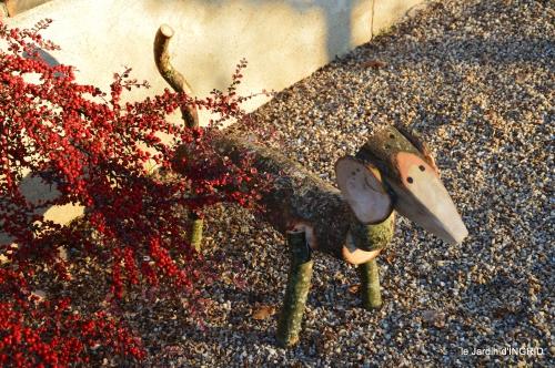 teckel en bois,décos de Noel avec osier 006.jpg