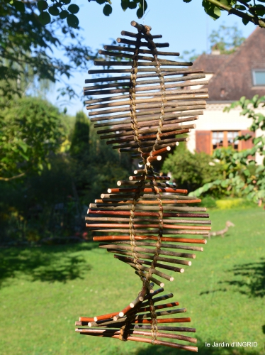 Ines,jardin,lagestromia,brocante Lalinde 001.JPG