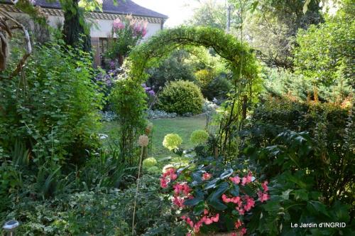dahlias,jardin,puces st Avit Seigneur,Paniers Issigeac,Romane 067.JPG