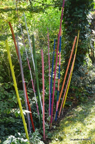 la Couze,les filles,jardin,bambous peints 091.JPG