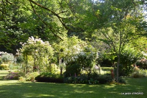 jardin fin mai,les filles 023.JPG
