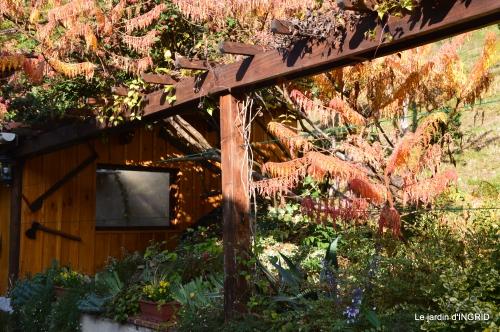 marché Issigeac,decos citrouilles,jardin automne,compo dahlias 107.JPG