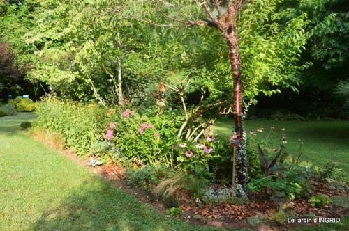 la Couze,les filles,jardin,bambous peints 068.JPG