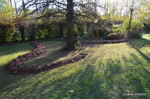 jardin, feuilles,sauges,gloriette,land art 106.JPG