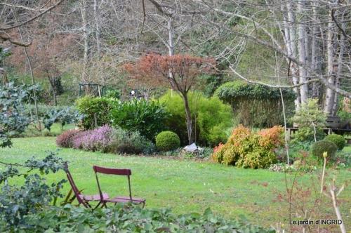 canal,jardin,dentelles 077.JPG