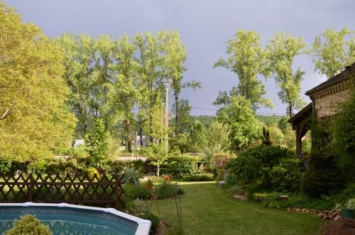 jardin,premières roses,colline,avant l'orage 110.JPG