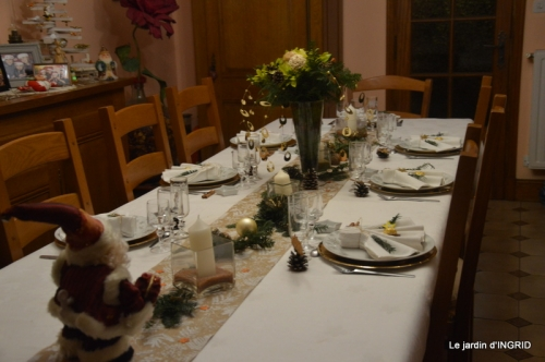 table de Noel,enfants canal,bouquet,tourterelle 048.JPG