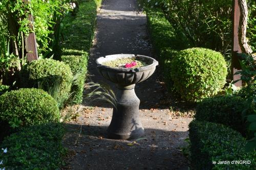 tour jardin de mai ,les épouvantails,préparation 074.JPG