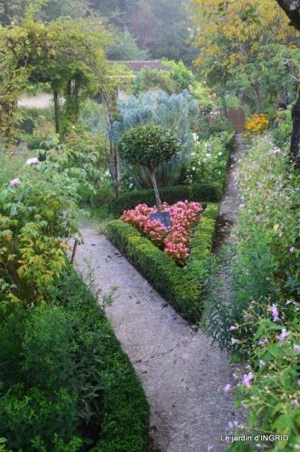 Cadouin,Lalinde chapelle,cascade,jardin,papillon 006.JPG
