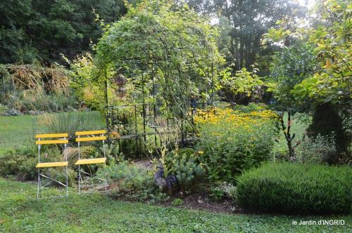 Meyrals,le Bugue,jardin 100.JPG