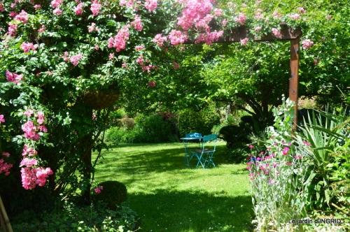 chez Fabien,tour du jardin,épouvantails 054.JPG