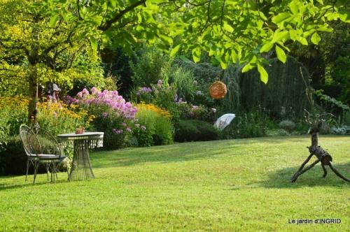 la Couze,les filles,jardin,bambous peints 064.JPG