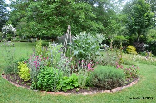 tour jardin de mai ,les épouvantails,préparation 040.JPG