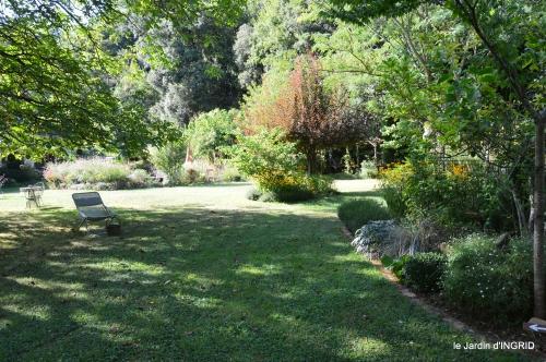 Belves puces,jardin,cygnes,bouquet blanc,arrosage 149.JPG