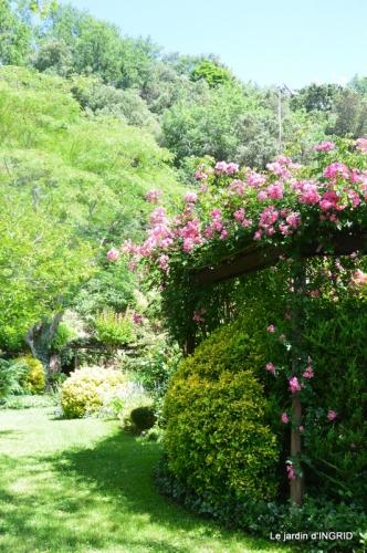 chez Fabien,tour du jardin,épouvantails 059.JPG