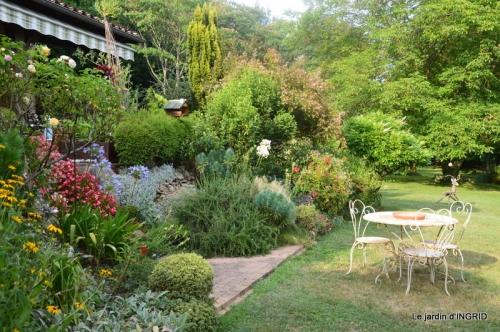 la Couze,les filles,jardin,bambous peints 061.JPG