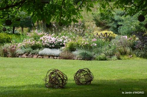 tour jardin de mai ,les épouvantails,préparation 130.JPG