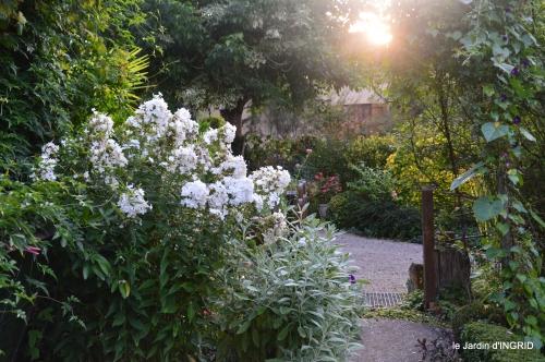 Fleurettes,Dordogne,jardin 134.JPG