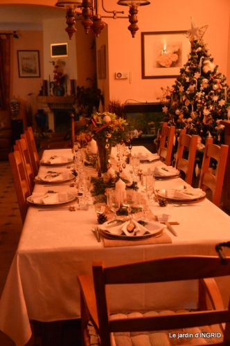 table de Noel,enfants canal,bouquet,tourterelle 062.JPG