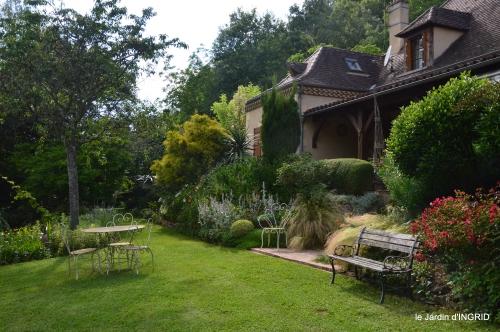 potager,chenille,pour le 18 juin,tour du jardin 069.JPG