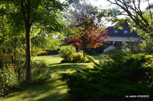 Lalinde passerelle,bouquet,jardin septembre 035.JPG