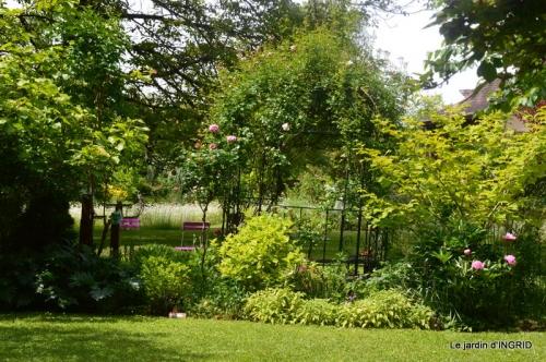 jardin en mai,visites bus,petit jardin 184.JPG