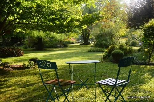 la Couze,les filles,jardin,bambous peints 075.JPG