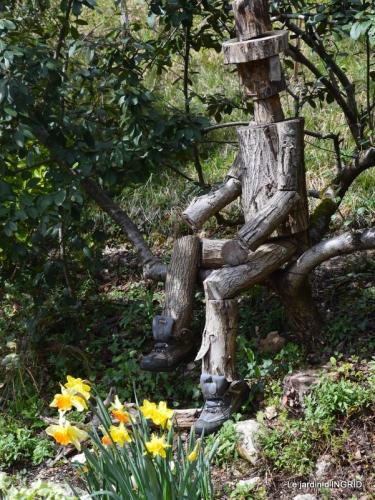 Romane,arbre de Paques,chez Bernadette,jardin 076.JPG