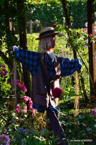 épouvantails ,jardin,roses 085.JPG