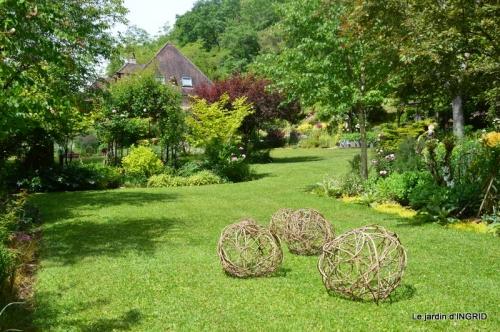 jardin en mai,visites bus,petit jardin 170.JPG