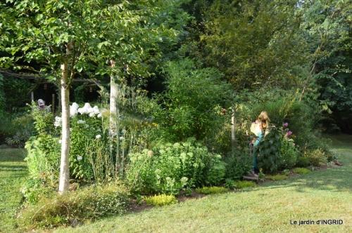 la Couze,les filles,jardin,bambous peints 070.JPG