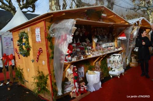 décos Noel au jardin,Sarlat,étoile en osier 076.jpg