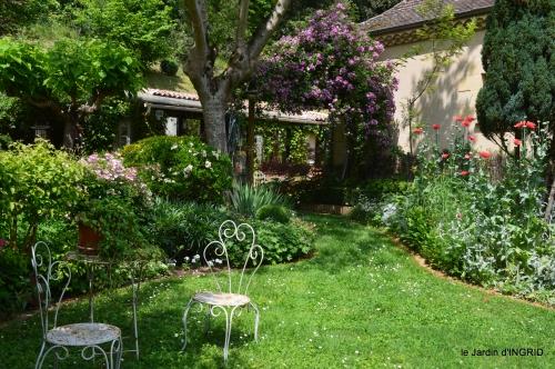 cygnes,Sophie,jardin en mai 082.JPG