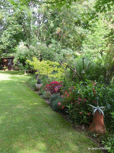 potager,chenille,pour le 18 juin,tour du jardin 066.JPG