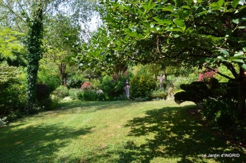 robe Julie,jardin,le flambé,lantanas,dahlias 013.JPG