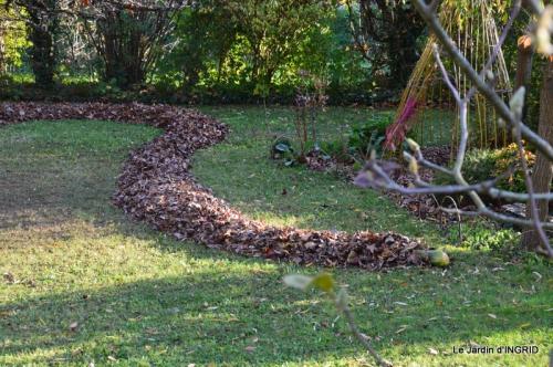 jardin, feuilles,sauges,gloriette,land art 105.JPG