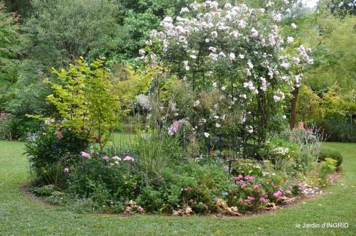 tour jardin de mai ,les épouvantails,préparation 051.JPG