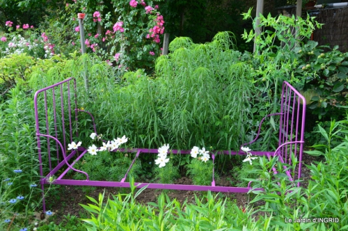 épouvantails ,jardin,roses 012.JPG