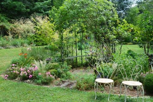 velos,pluie,belles vivaces,taille rosiers 022.JPG