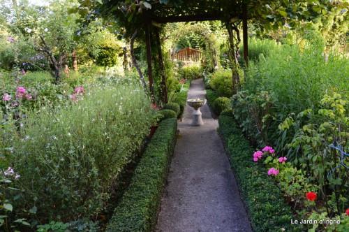 jardin,petit jardin,nénuphard,papillons 056.JPG