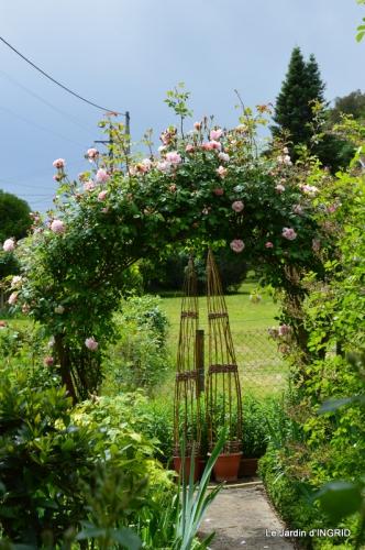 fête de la fraise Vergt,roses jardin 170.JPG