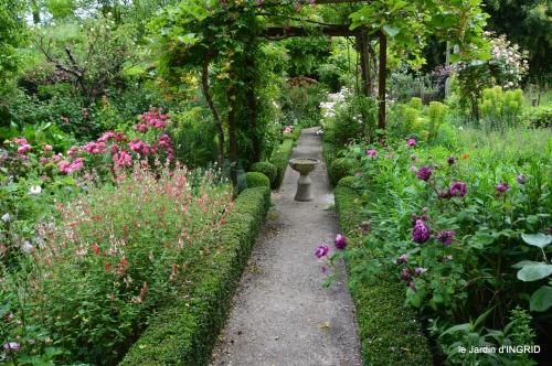 cygnes,Sophie,jardin en mai 077.JPG