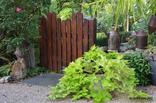 jardin en septembre,les cygnes 090.JPG