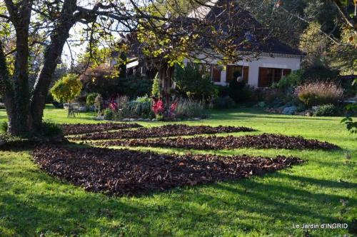 jardin, feuilles,sauges,gloriette,land art 107.JPG