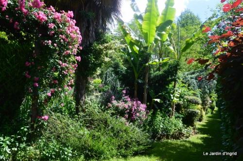 chez Fabien,tour du jardin,épouvantails 058.JPG