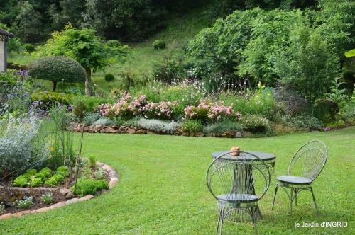 potager,chenille,pour le 18 juin,tour du jardin 049.JPG