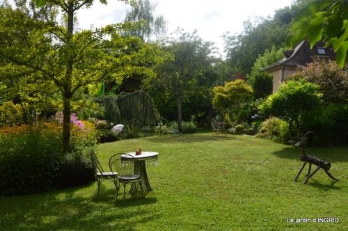 la Couze,les filles,jardin,bambous peints 079.JPG