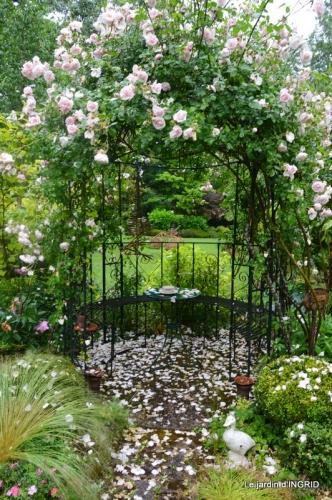 épouvantails,cygnes,jardin,bouquet fête des pères 031.JPG