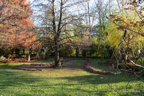 jardin, feuilles,sauges,gloriette,land art 103.JPG
